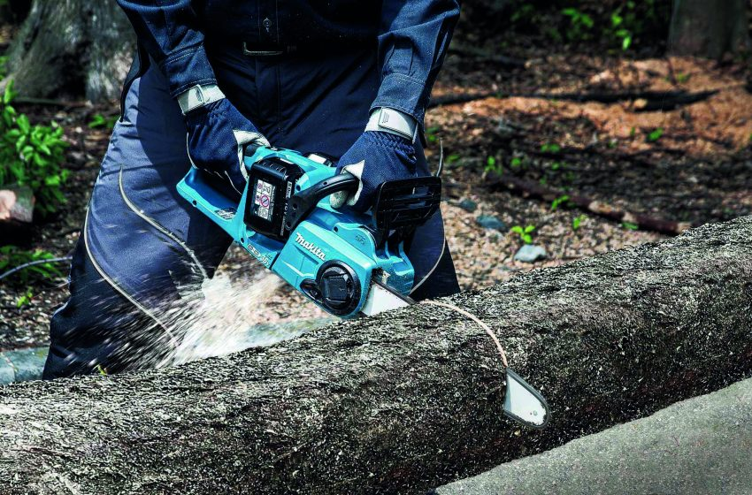 MAKITA'S NEW TWIN 18V (36v) CORDLESS CHAINSAW MATCHES PETROL PERFORMANCE
