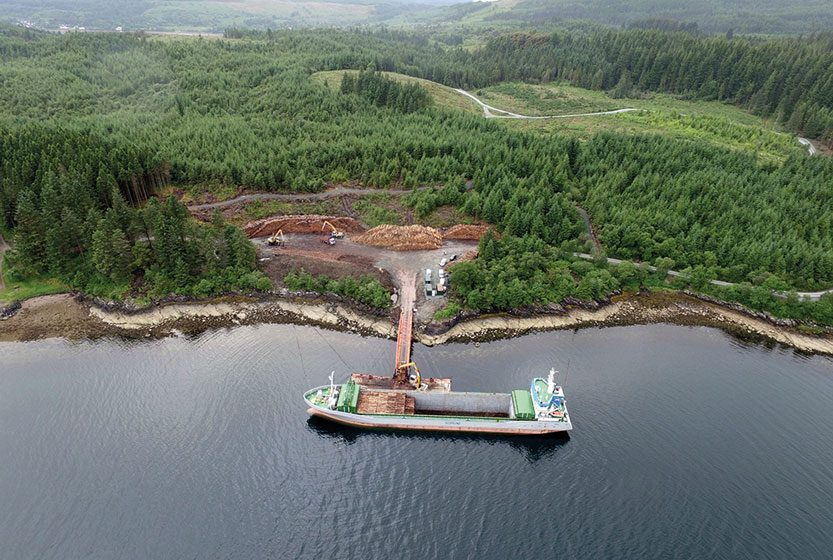 Liebherr machines take part in West Argyll floating pier project
