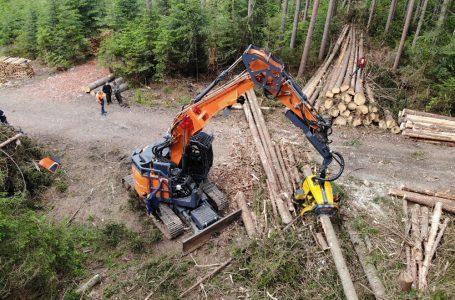 DOOSAN DX235LCR-5 EXCELS IN DEMANDING FORESTRY WORK