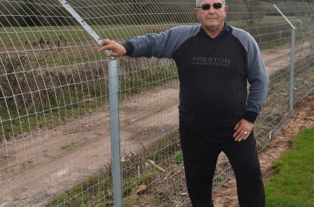 WOODLAND VIEW FISHERY CHOOSES HAMPTON'S OTTER FENCING WITH VERSALOK AND STRAINERLOK METAL POSTS